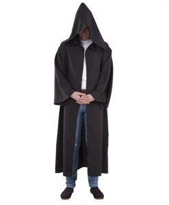 túnica con capucha negra